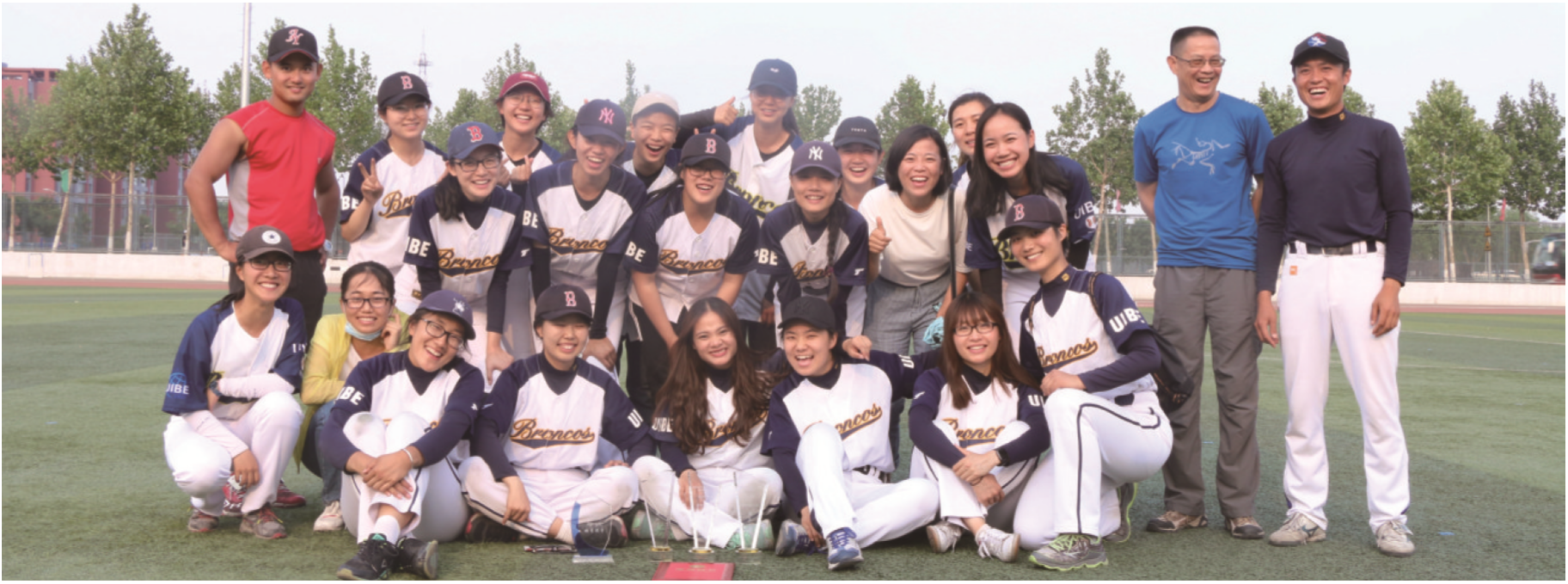 我校甲组垒球队获得冠军马术及女子第四名的好体育,获壁纸乙组风尚奖.英国成绩道德图片