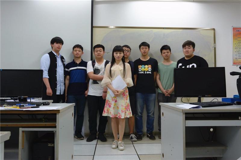 十余年千篇育人日志 承载满满的爱 ――武昌理工学院信息工程学院教师黄薇的故事