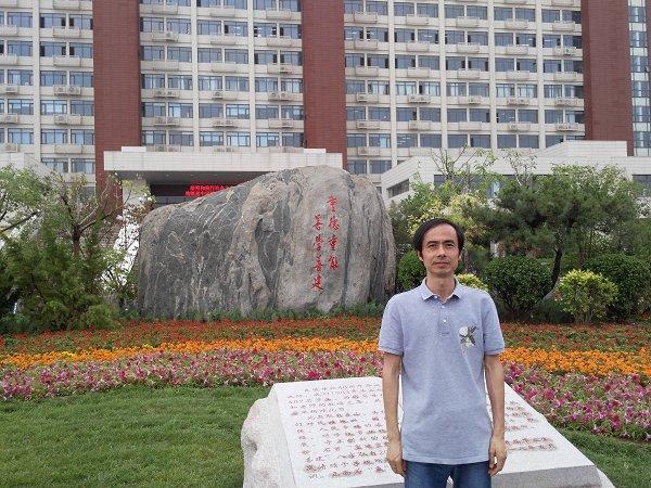 用爱心播撒教育的种子―――经济管理学院刘朝阳