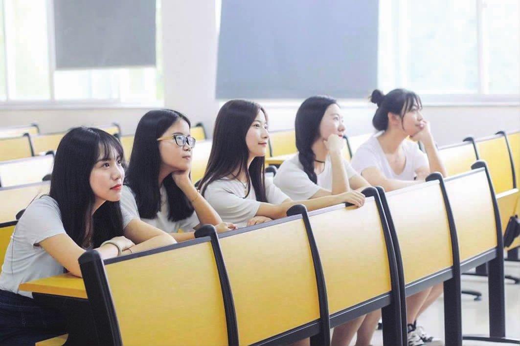 """不让新生荒废暑假""""空档期-安庆师范大学校报电子版"""