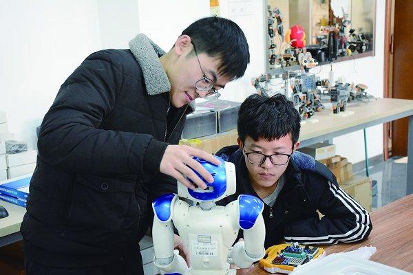 深耕实践锻造引领行业人才 ―――江南大学创新工程人才培养模式纪实