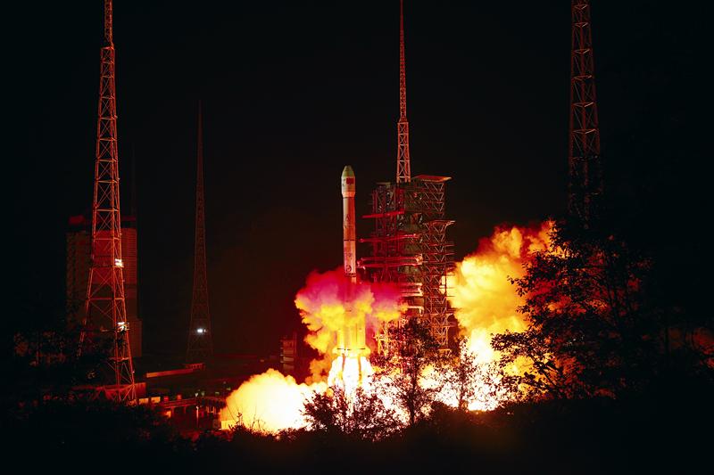 探月工程嫦娥四号探测器成功发射