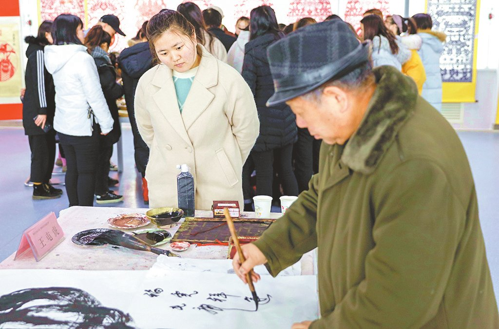 庆祝改革开放40周年陕西省工艺美术精品展在我校开幕-渭南职业技术学院校报电子版