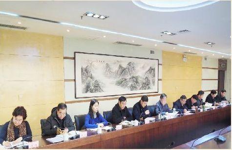 学校召开中层干部会议传达学习贯彻省委十届八次全会精神