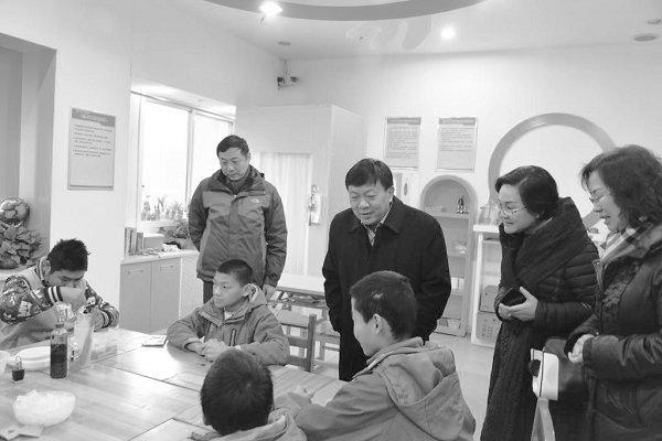 纪委书记谢霜云一行前往烈士陵园、儿童福利院调研-郑州工程技术学院校报电子版