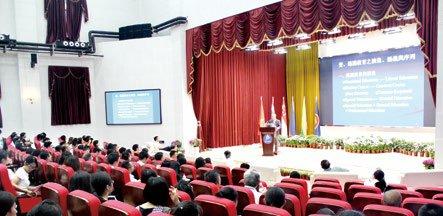 """第十一届中国-东盟教育交流周""""一带一路""""大学通识教育论坛主题演讲"""