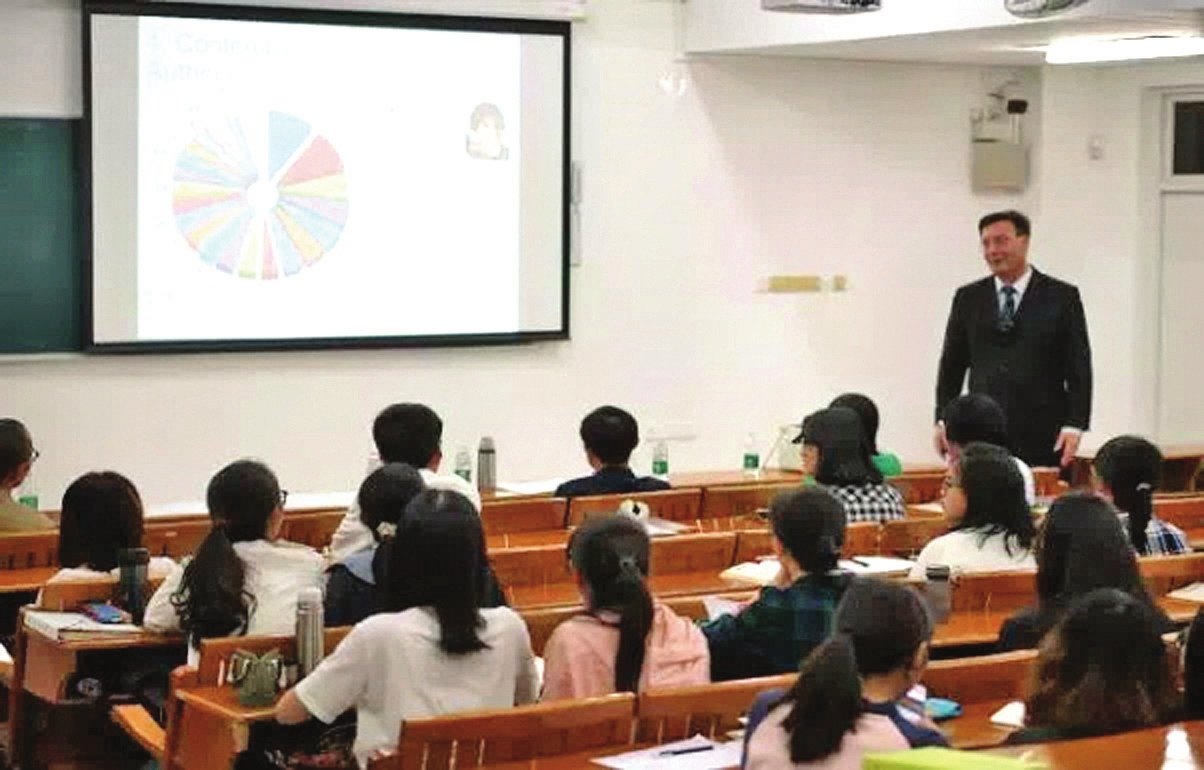 中国语言文学系(珠海):纳故吐新,强我中文