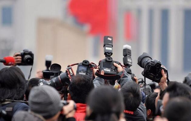 如何成为一名优秀的记者?快、准、勤!
