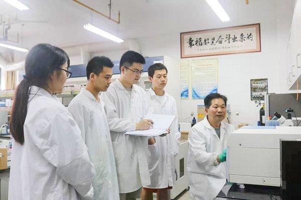 徐祖顺:杏坛耕耘育桃李学术精研写春秋