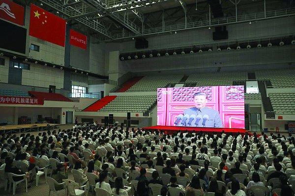 学校开展形式多样的学习党史、新中国史活动