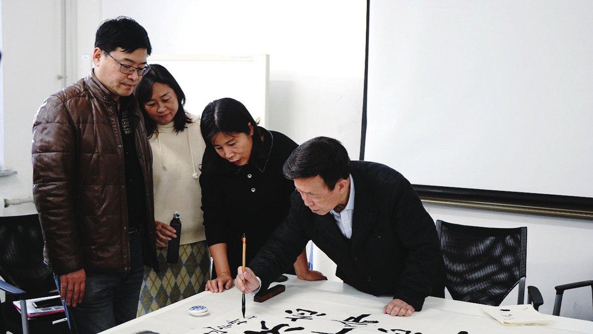 著名评书表演艺术家田连元及弟子到我校开展非物