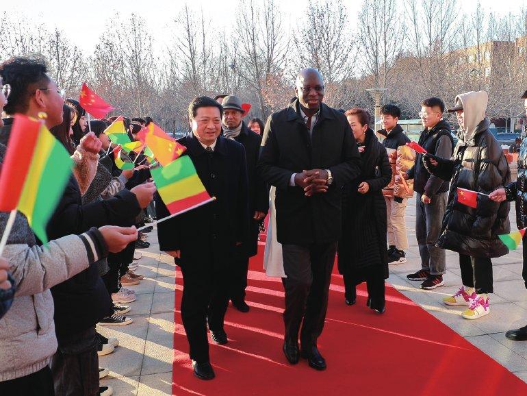 几内亚驻华大使杜尔博士到访点赞燕理共议一带一