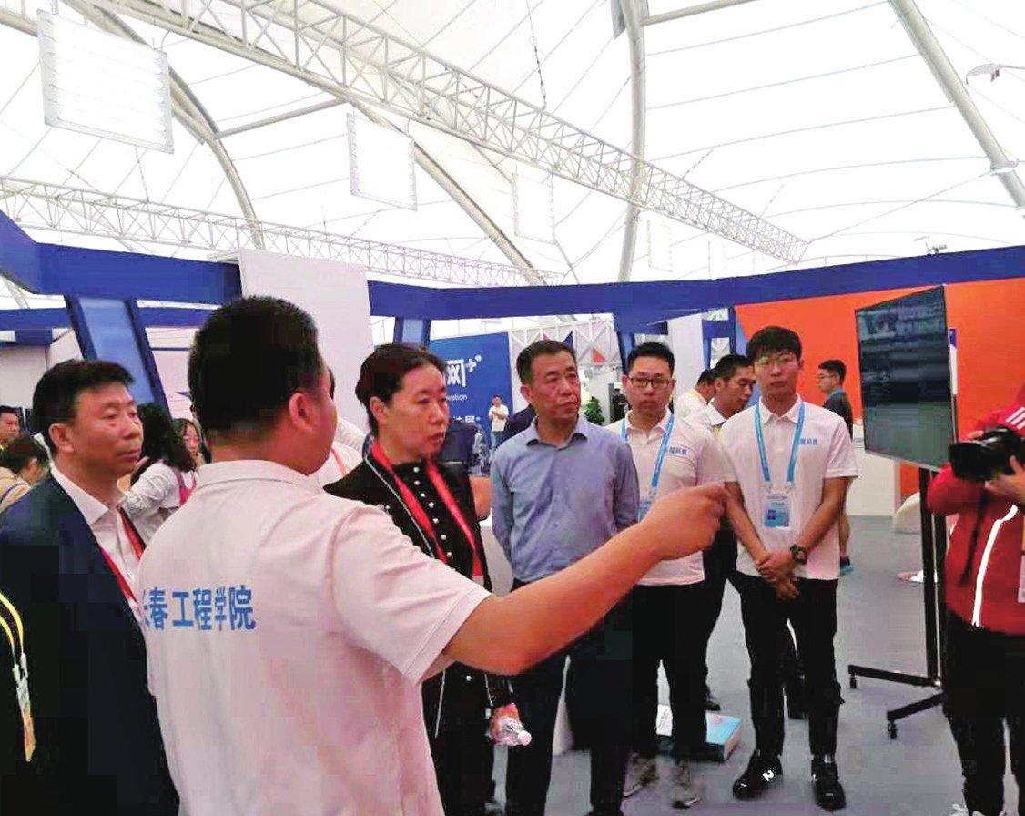"""第五届中国""""互联网+""""大学生创新创业大赛全国总决赛学校再获佳绩"""