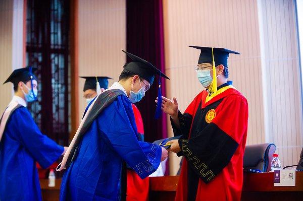 2020届国际学生毕(结)业典礼暨优秀国际学生表彰大会举行-华中师范大学校报电子版