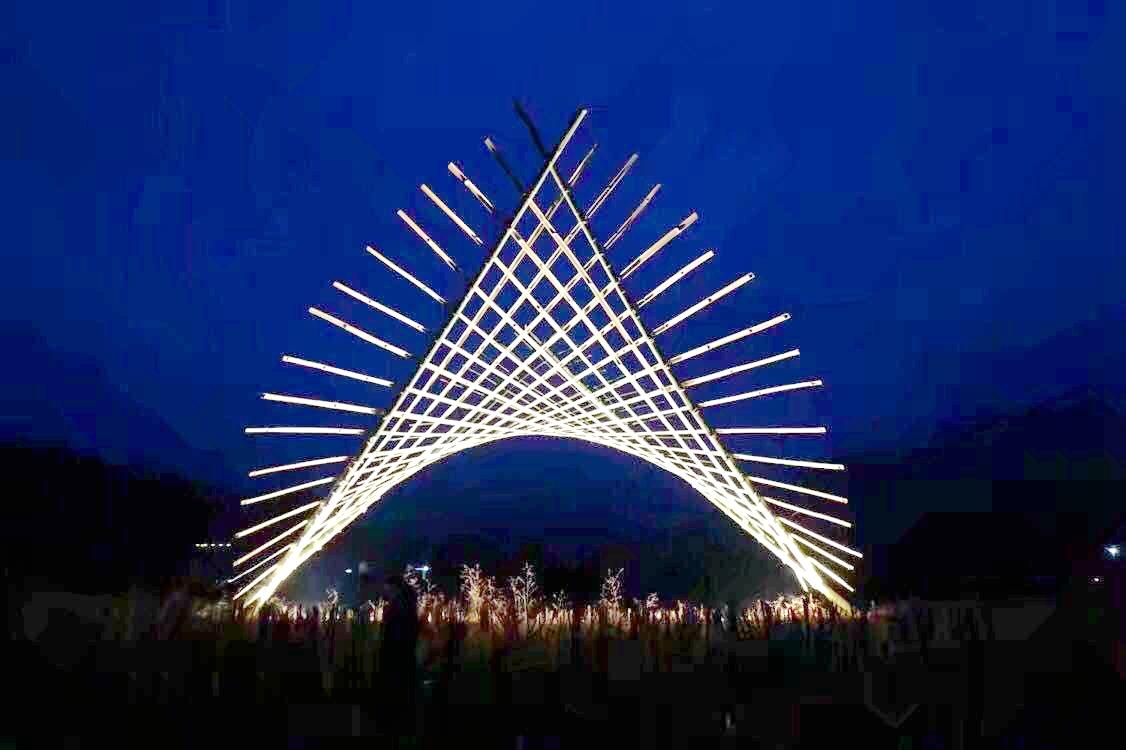 在梅南村中,竹构筑物搭建成功1.jpg