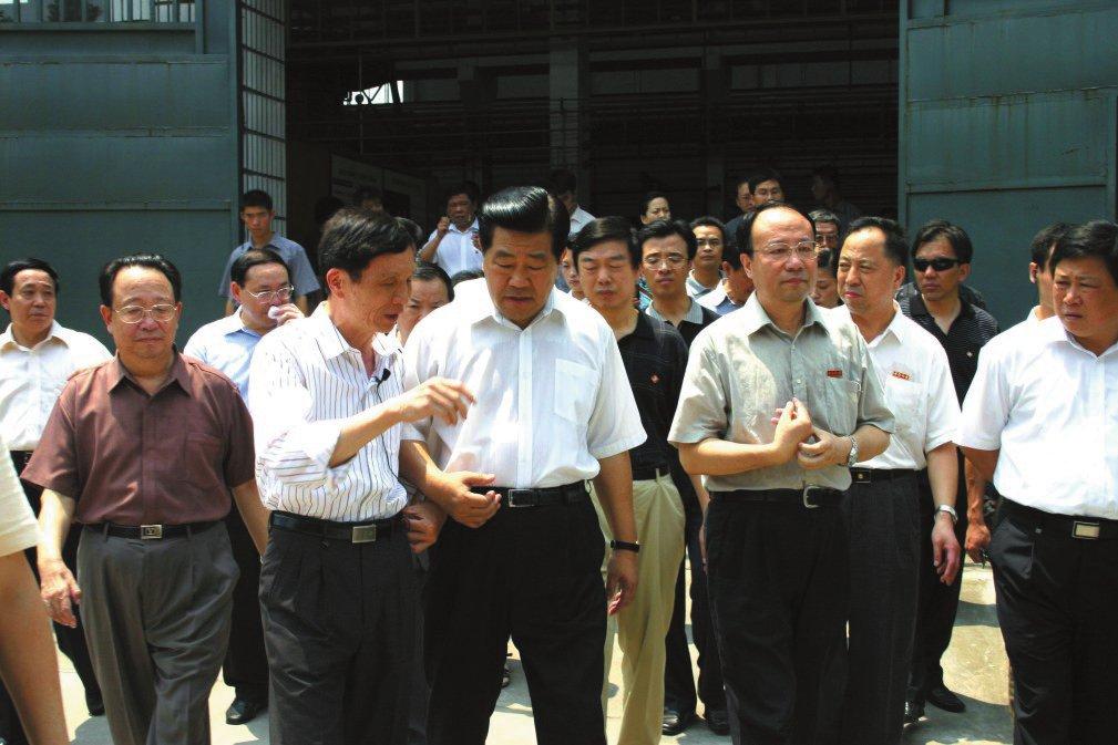 2005年7月16日,中共中央政治局常委賈慶林視察我校
