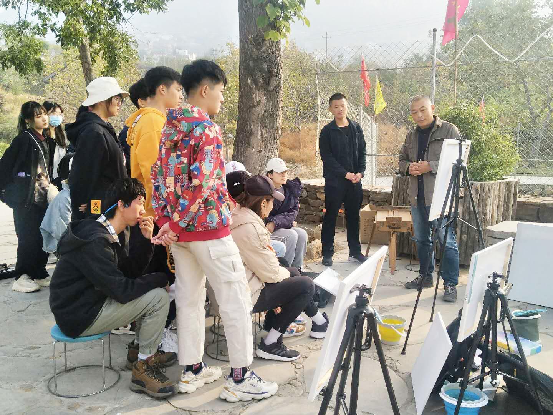 藝術學院155名學生赴長清區實景寫生