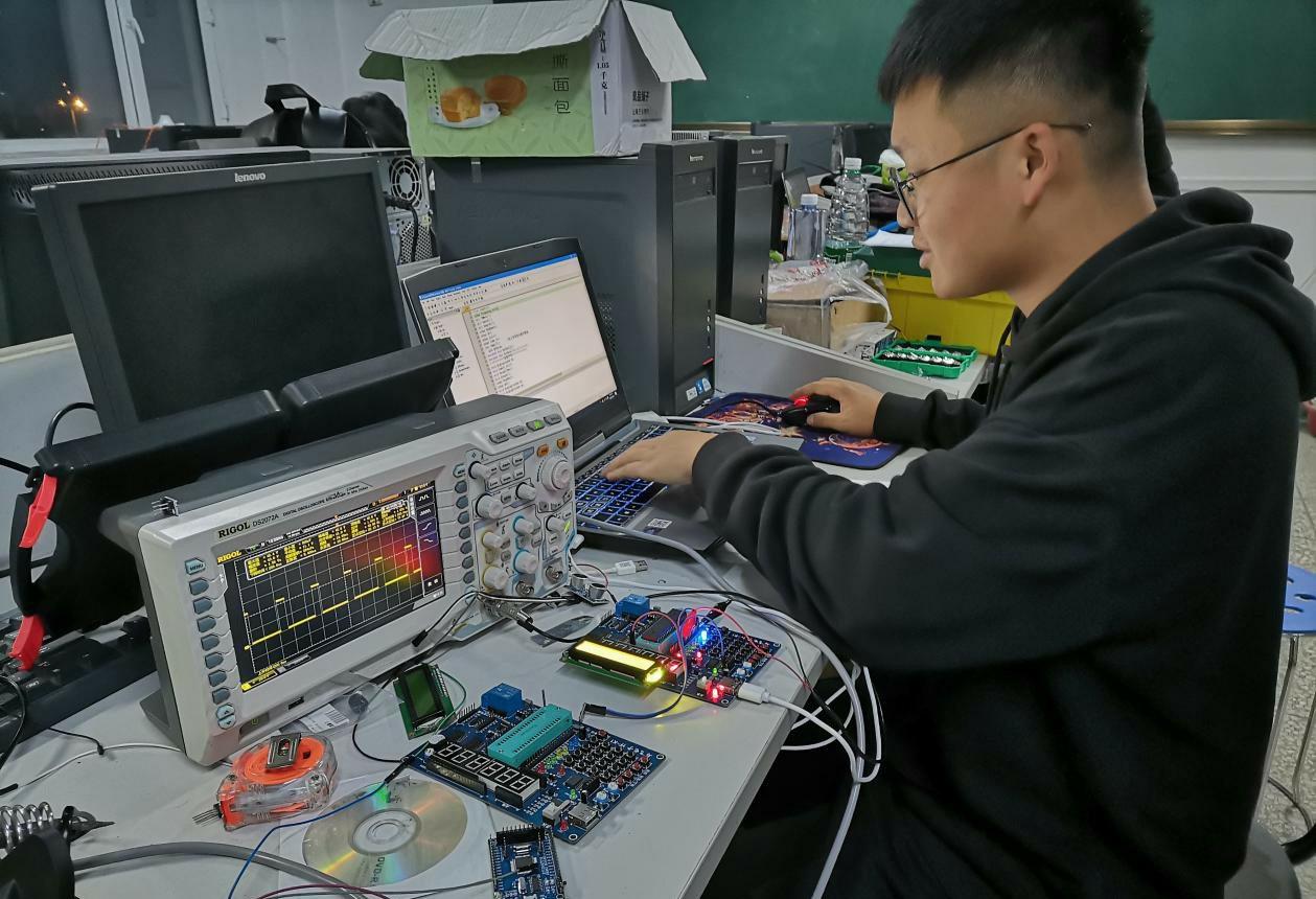 我校学生在吉林省大学生电子设计竞赛中取得优异成绩