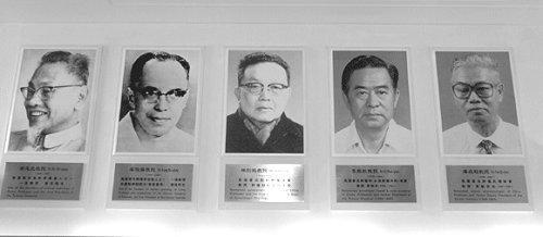 重温历史传承文化开院元勋名专家名教授肖像揭幕