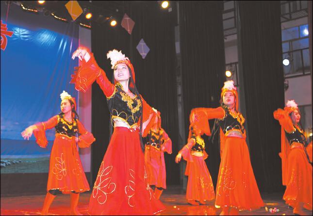外语系成功举办第二届外语文化节开幕式暨迎新晚会