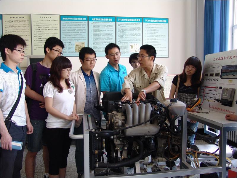 科技创新之指导电喷诊断实验-辽宁工业大学校报电子版