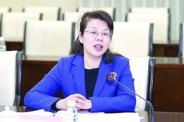 鹤壁市委常委,市政府党组成员,宣传部部长于燕在交流会上讲话
