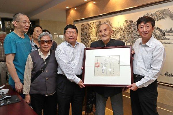 109岁高龄校友返校酒业大师齐聚江南