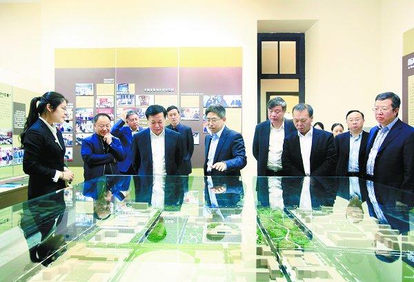 我校与中国商飞签署战略合作协议