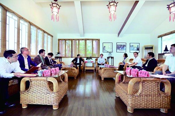 我校代表团出访贵州 与贵阳市签署合作协议