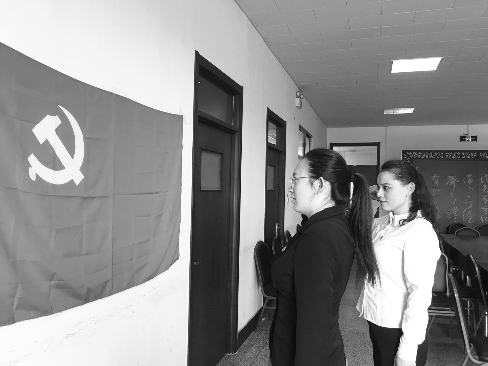 阿娜尔古丽・阿布力米提入党啦党委学生工作部、学生工作处 孙丽华 刘思锋