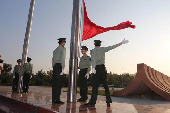 """我的""""军旅梦""""——国旗仪仗队"""